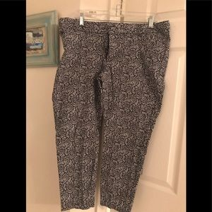 Gap slim city crops in great condition